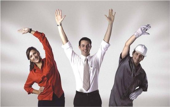 A ginástica laboral é praticada no ambiente de trabalho. (Foto: Divulgação)